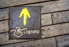 圣詹姆斯方式的标志在一个木地板上的 图库摄影