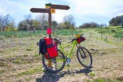 圣詹姆斯方式从Atapuerca的布尔戈斯自行车的 免版税库存照片