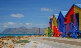 圣詹姆斯,错误海湾海滩的五颜六色的房子在开普敦 图库摄影