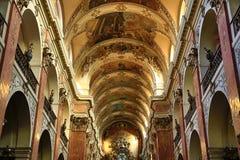 圣詹姆斯(捷克大教堂:Kostel svatého Jakuba VÄ› tÅ ¡ Ãho)在老镇布拉格,捷克 库存图片
