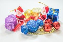 圣诞前夕礼品节假日许多装饰品 库存照片