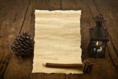 圣诞卡、羊皮纸在白色灯笼和铅笔 免版税库存照片