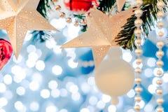 圣诞卡星诗歌选、蓝色和银色xmas装饰复制空间 快活的圣诞节 免版税库存照片