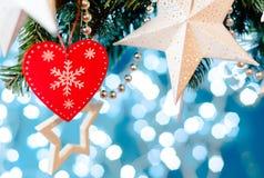 圣诞卡星诗歌选、蓝色和银色xmas装饰复制空间 快活的圣诞节 免版税库存图片