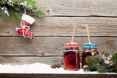 圣诞卡用被仔细考虑的酒 库存图片