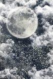 圣诞夜与黑暗的天空,月亮,星,分类的冬天背景 免版税库存图片
