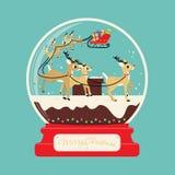 圣诞快乐与驯鹿的圣诞老人礼物在屋顶 库存图片