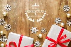 圣诞快乐和新年好在与gif的木桌上发短信 库存图片