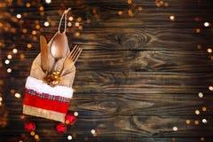 圣诞快乐和新年好 与新年装饰的新年` s背景 新年` s卡片 免版税图库摄影