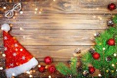 圣诞快乐和新年好 与新年装饰的新年` s背景 新年` s卡片 库存照片