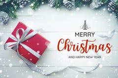 圣诞快乐和新年快乐印刷术,与圣诞节装饰品的文本 图库摄影