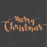 圣诞快乐在黑暗的背景的贺卡与雪 晒干传染媒介假日海报模板和手写的文本 库存图片