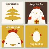 圣诞快乐套与逗人喜爱的公鸡、鸡蛋、树和礼物的卡片 免版税库存图片