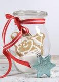 圣诞快乐姜饼圣诞老人和雪人曲奇饼 免版税库存图片