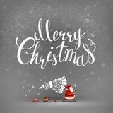 圣诞快乐手拉的题字和圣诞老人有杉树的 免版税库存图片
