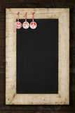 圣诞快乐新年黑板黑板被索还的木头F 库存图片