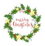 圣诞快乐花圈用霍莉莓果和叶子、金黄星和字法 明亮的颜色花手工制造例证水彩 免版税库存照片