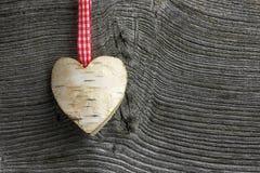 圣诞快乐装饰白桦心脏方格花布丝带 免版税库存照片