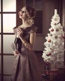 圣诞晚会的俏丽的女孩 免版税库存图片