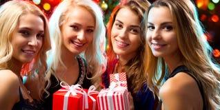 圣诞晚会的愉快的女孩 免版税库存图片