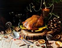 圣诞晚餐或新年空间的被烘烤的火鸡文本的 免版税库存图片