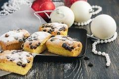 圣诞晚餐的小水果蛋糕 免版税图库摄影