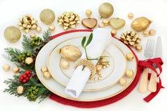 圣诞晚餐表设置 免版税库存照片