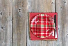 圣诞晚餐设置和布料餐巾欢乐holida的 免版税库存照片