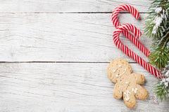 圣诞树、棒棒糖和姜饼人 免版税图库摄影