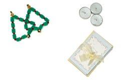 圣诞树、蜡烛和卡片 库存图片