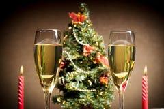 圣诞树、香槟和蜡烛 免版税库存图片