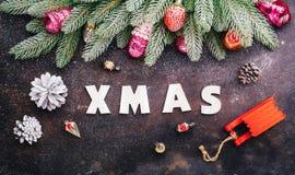 圣诞树与欢乐装饰的杉木分支 库存照片
