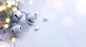 圣诞树光;与冷杉分支的冬天背景 库存图片