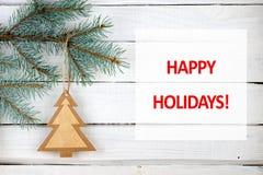 圣诞树分支和节日快乐文本 库存图片