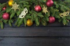 圣诞树分支和装饰 免版税库存照片