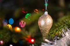 圣诞树和光 免版税库存图片