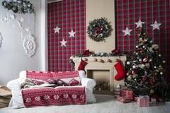 圣诞树和圣诞节礼物盒 免版税库存照片
