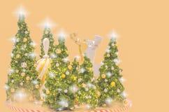 圣诞树和新年有金球ยentagram ภ ee 库存照片