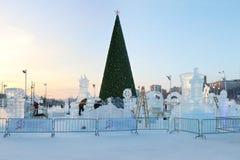 圣诞树和电烫冰镇 免版税图库摄影