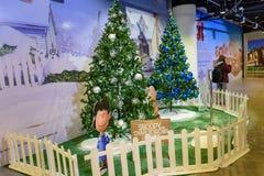 圣诞树和装饰在吉隆坡国际机场2, KLIA2中 免版税库存图片