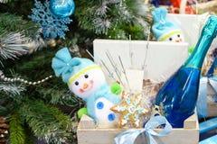 圣诞树和装饰礼物盒 库存照片
