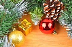 圣诞树和装饰 图库摄影