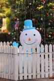 圣诞树和雪人 免版税库存照片