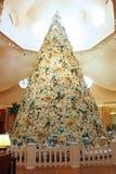 圣诞树在迪斯尼的海豚旅馆 免版税库存图片