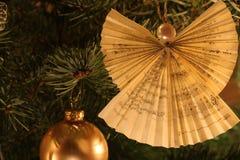 圣诞树天使装饰 免版税库存照片
