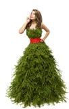 圣诞树妇女礼服,在创造性的Xmas褂子的时装模特儿 免版税库存图片