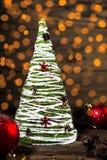 圣诞树手工制造在土气样式 免版税库存照片
