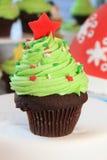 圣诞树杯形蛋糕 免版税库存照片