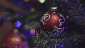 圣诞树点燃瞬息 圣诞节装饰新年度 摘要被弄脏的Bokeh假日背景 有福地 股票视频