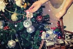 圣诞树玩具篮子 库存照片